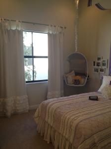 Briones bedroom